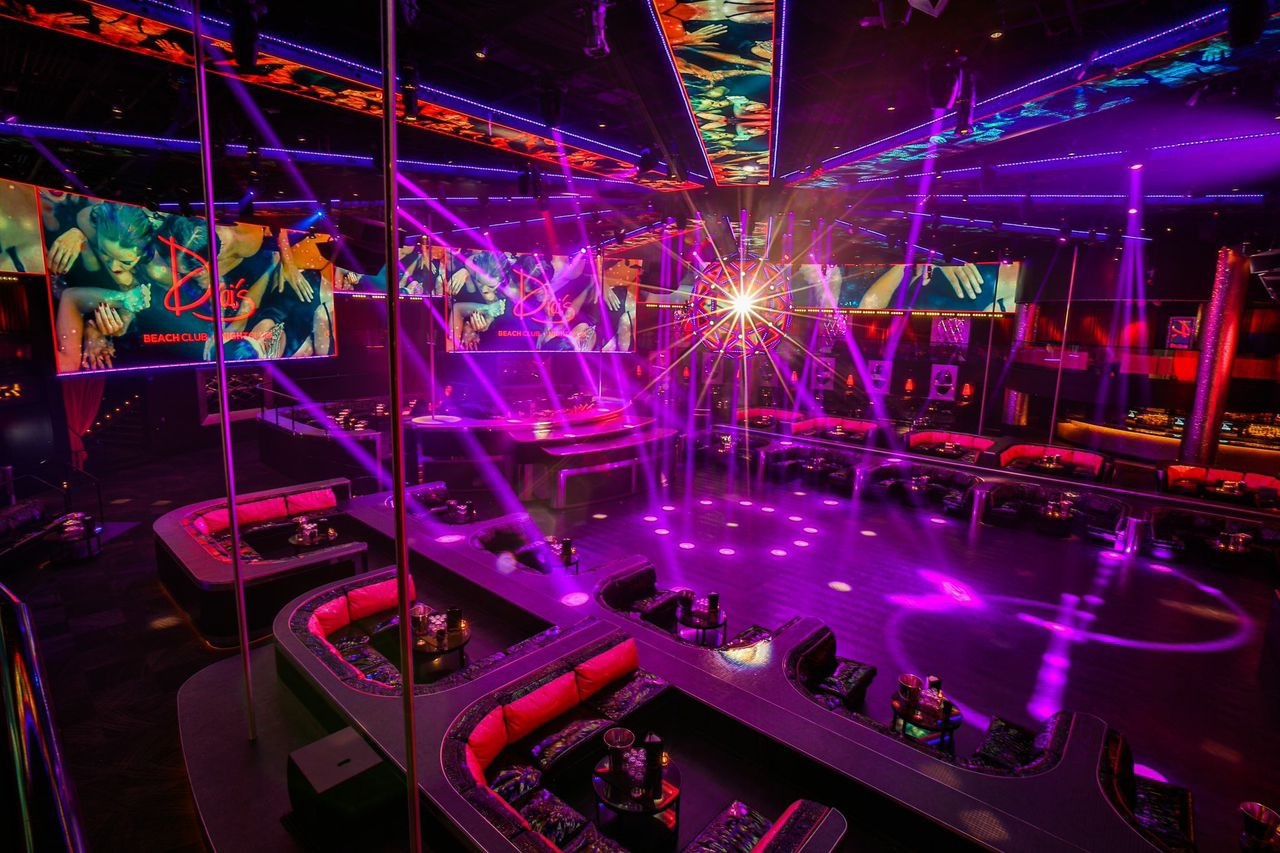 Drais bottle service Main Room tables